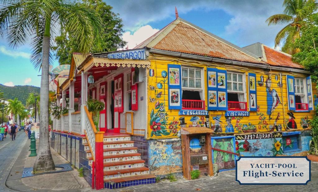 Buntes Haus auf Saint Maarten. Karibik, Segeltörn, Segelurlaub, einsame Buchten und Strände, Casinos, kulinarische Spezialitäten, Sonne, Meer, Strand, optimale Flüge in die Karibik