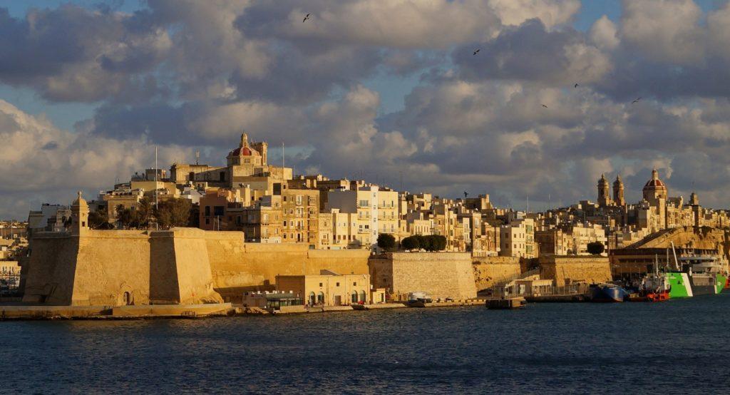 Blick auf die historische Altstadt von Valletta auf der Mittelmeerinsel Malta.